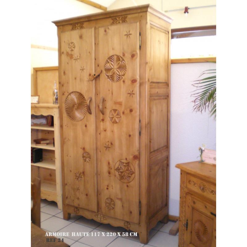 armoire haute armoire en pin artisanale acheter une armoire en bois massif. Black Bedroom Furniture Sets. Home Design Ideas